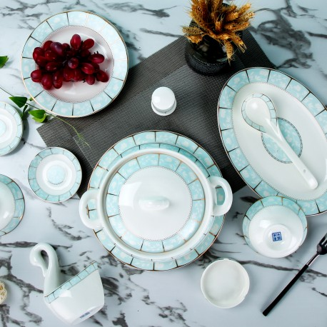 Household dishes set